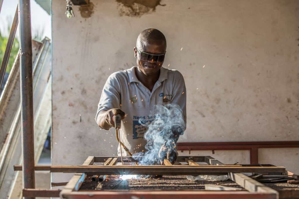 A photo illustrating a metal making workshop run by our partner RICAP